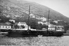 Brod JAKLJAN prije Drugog svjetskog rata.